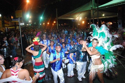 You are browsing images from the article: Carnaval de Rua